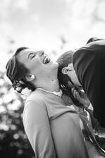 fotograf: tvarte sa aspon chvilu romanticky...a takto to dopadlooo...