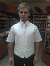 tuto vestu a kravatu sme kupili... koselu sme dali usit s dlhym rukavom a manzetovymi gombikmi
