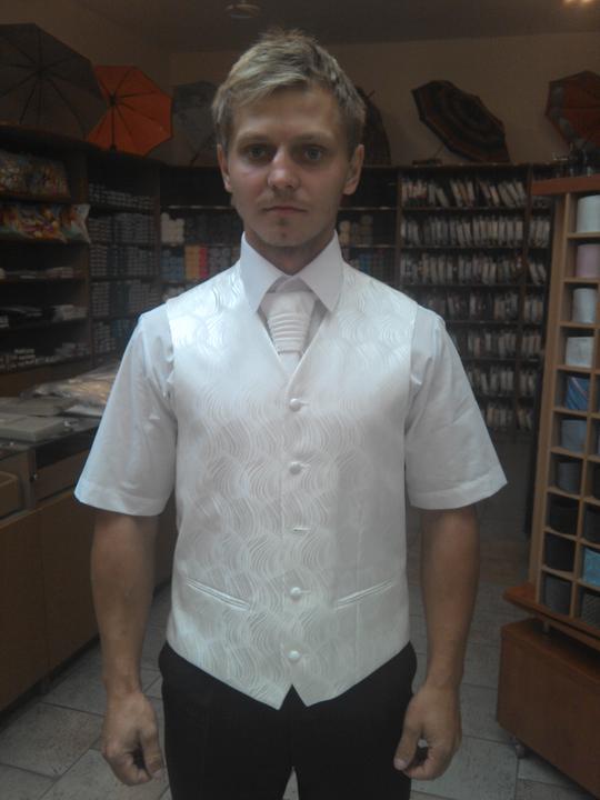 Takto plánujeme MY :) - tuto vestu a kravatu sme kupili... koselu sme dali usit s dlhym rukavom a manzetovymi gombikmi