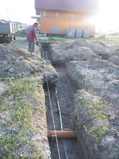 9.6.2014 zaciatok prac, 10.6.2014 vykop zakladov