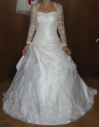 Vybírání šatů - Vítězné šaty :) Zatím na původní majitelce. Už se těším, až dorazí!