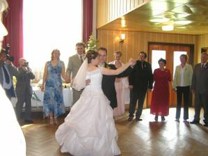 společný taneček-manžel vybral waltz
