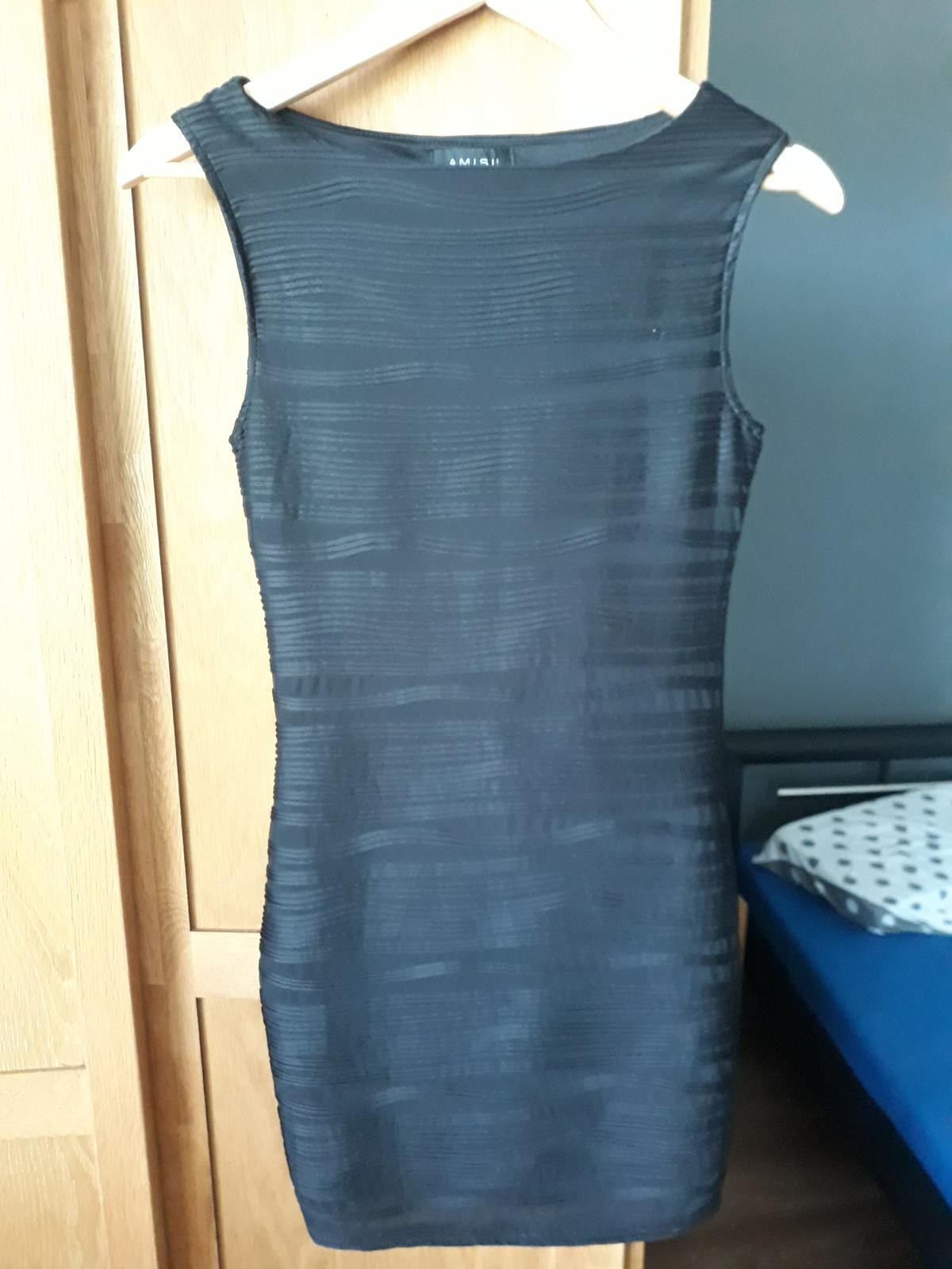 Malé čierne šaty AMISU - Obrázok č. 1