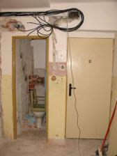 ...WC, vchodove dvere...a kable..