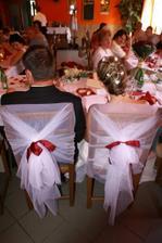 taky nějak ozdobíme židle..ale jen pro nevěstu a ženicha