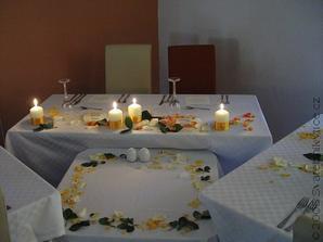 stůl ženicha a nevěsty