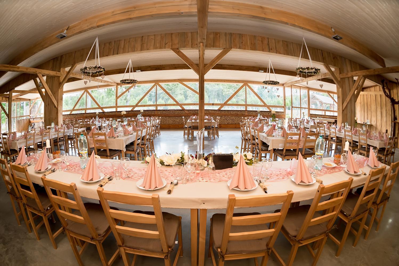 Tí, ktorých sme vybrali! - Našli sme naše vysnívané mieste a čaká na nás dokonalá svadba uprostred lesa! Krásne priestory altánku pre cca 200 ľudí, všade drevo a úžasná príroda. Vhodné aj do zimy... Východ Slovenska sa začal prebúdzať! :)