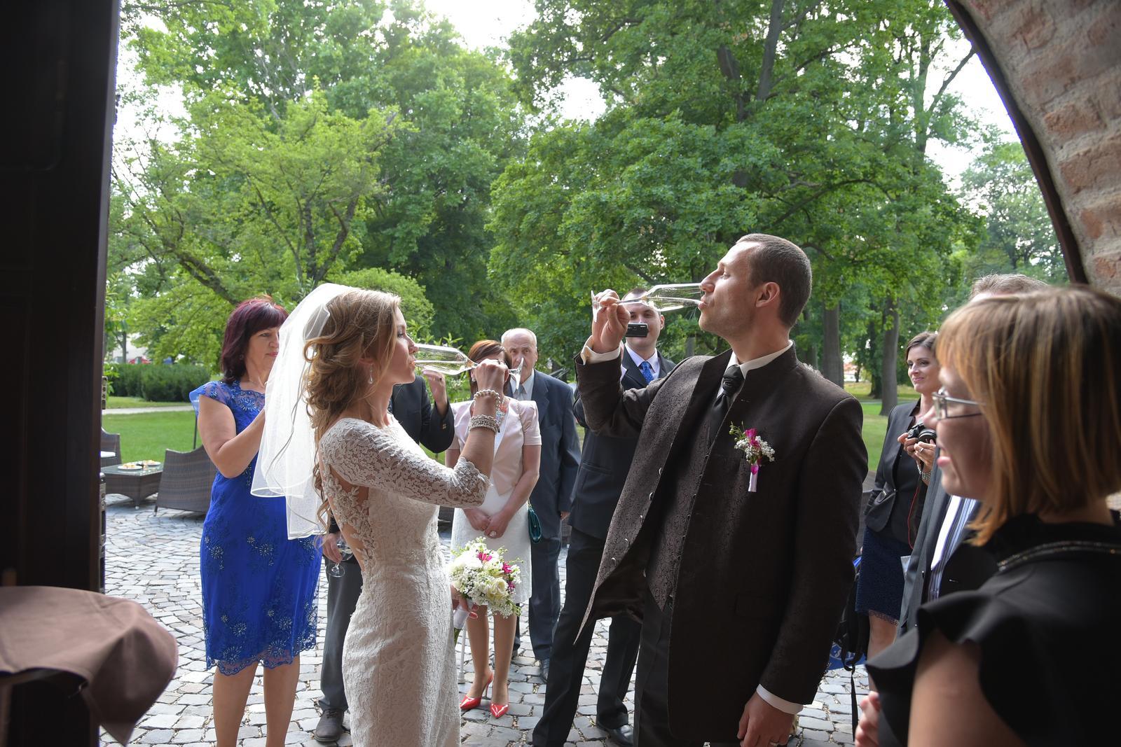 Marijana{{_AND_}}Silvester - Napravo uzasny clovek-pani Natalia Labudova, manazerka Oponickeho kastiela