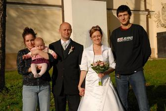 sesternica s manželom a ich malá Emmka