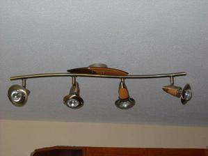 svetlo v kuchyni...a také isté máme aj v spálni