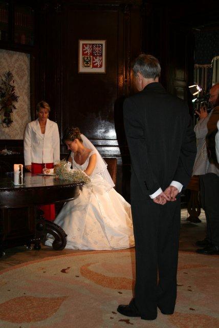 Kateřina{{_AND_}}Ota - podpis nevěsty