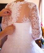 Svatební šaty se všívanou krajkou, 40