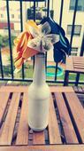 Bílé vázičky s origami květinami+kompletní výzdoba,