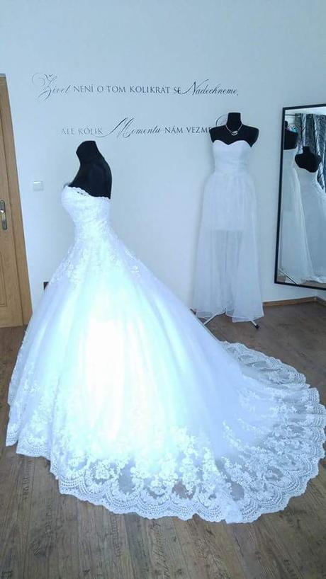 Krajkové svatební šaty šité na míru (38-42) - Obrázek č. 4