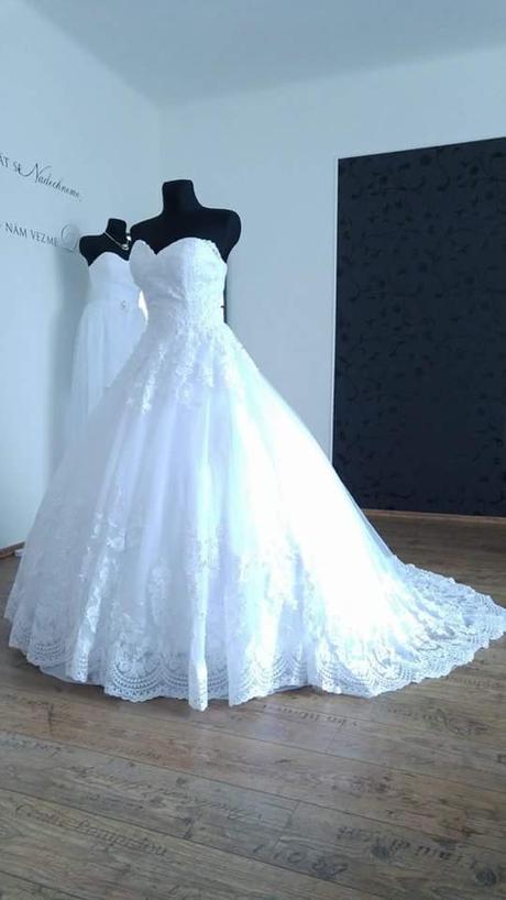 Krajkové svatební šaty šité na míru (38-42) - Obrázek č. 3