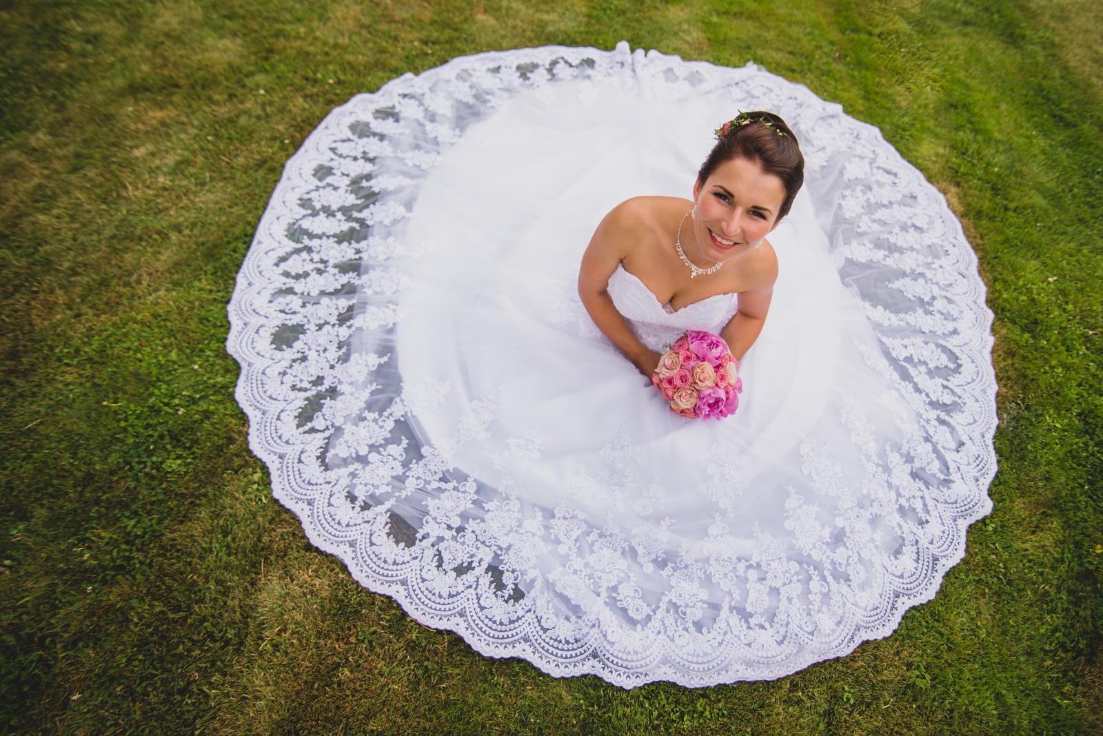 Krajkové svatební šaty šité na míru (38-42) - Obrázek č. 1