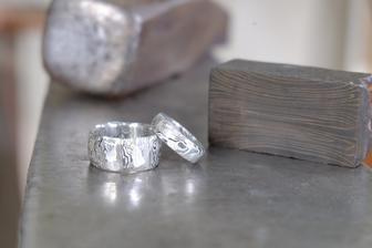 Vlastnoručně vykované snubní prstýnky