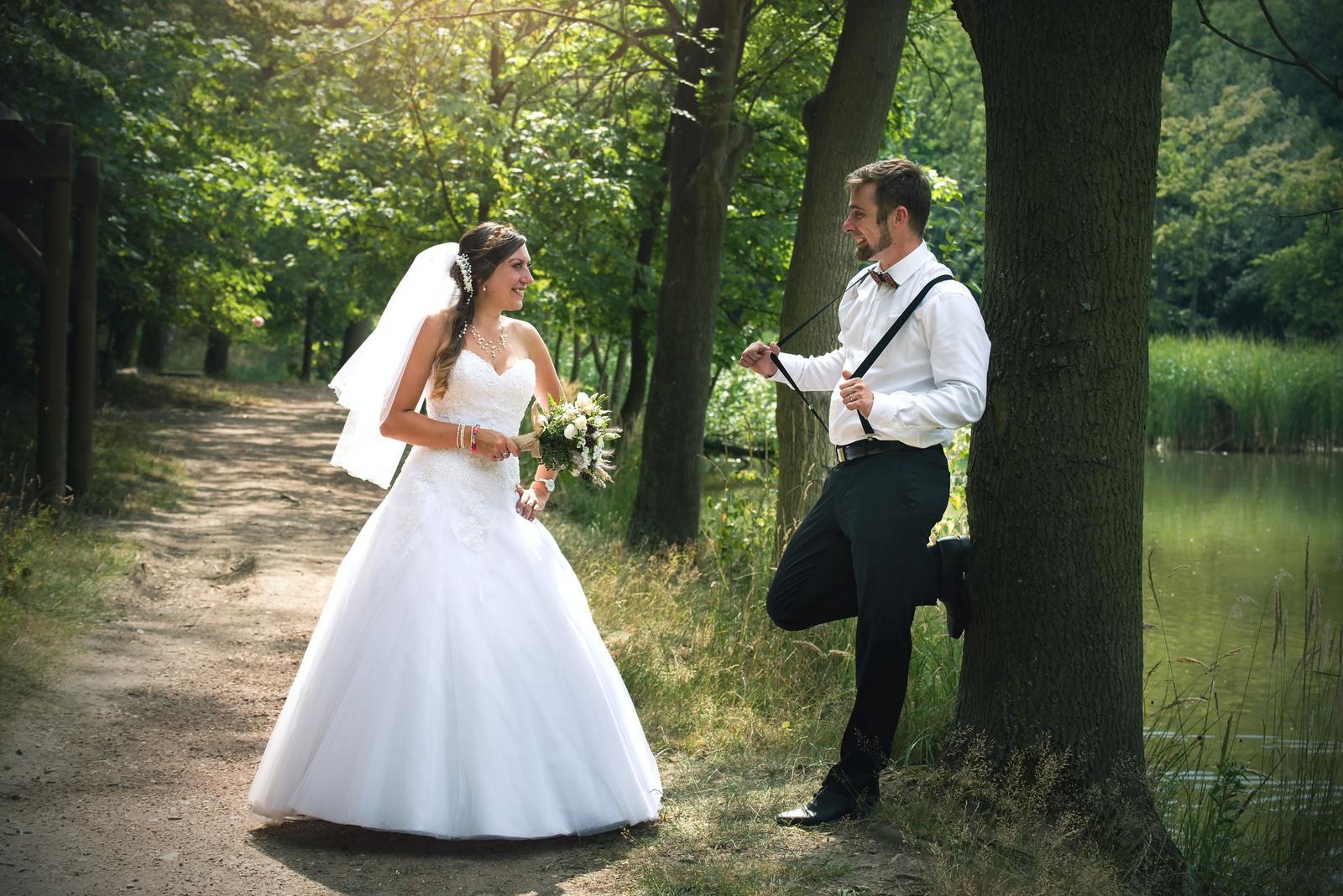 Krajkové korzetové svatební šaty - Obrázek č. 1