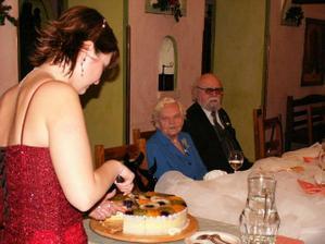 Krájení dortu pro pobavení ostatních :o))