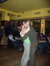 První svatební tanec jsme si zatancovali na svatební párty až tři měsíce po svatbě, hold zápal plic si vyžádal svý :o)