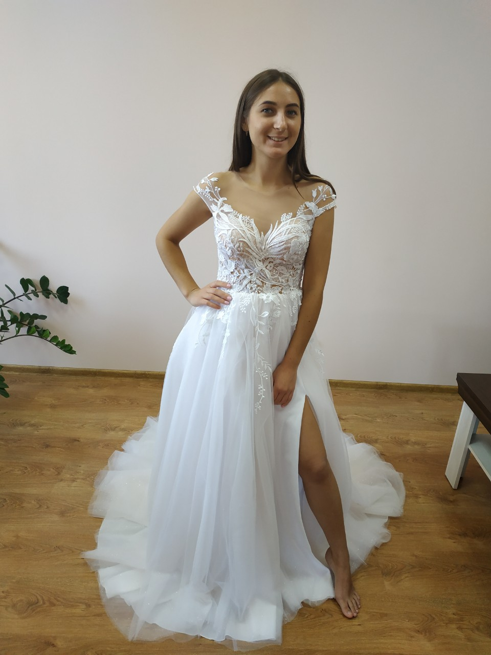 Krajkové  svatební šaty.  - Obrázek č. 1