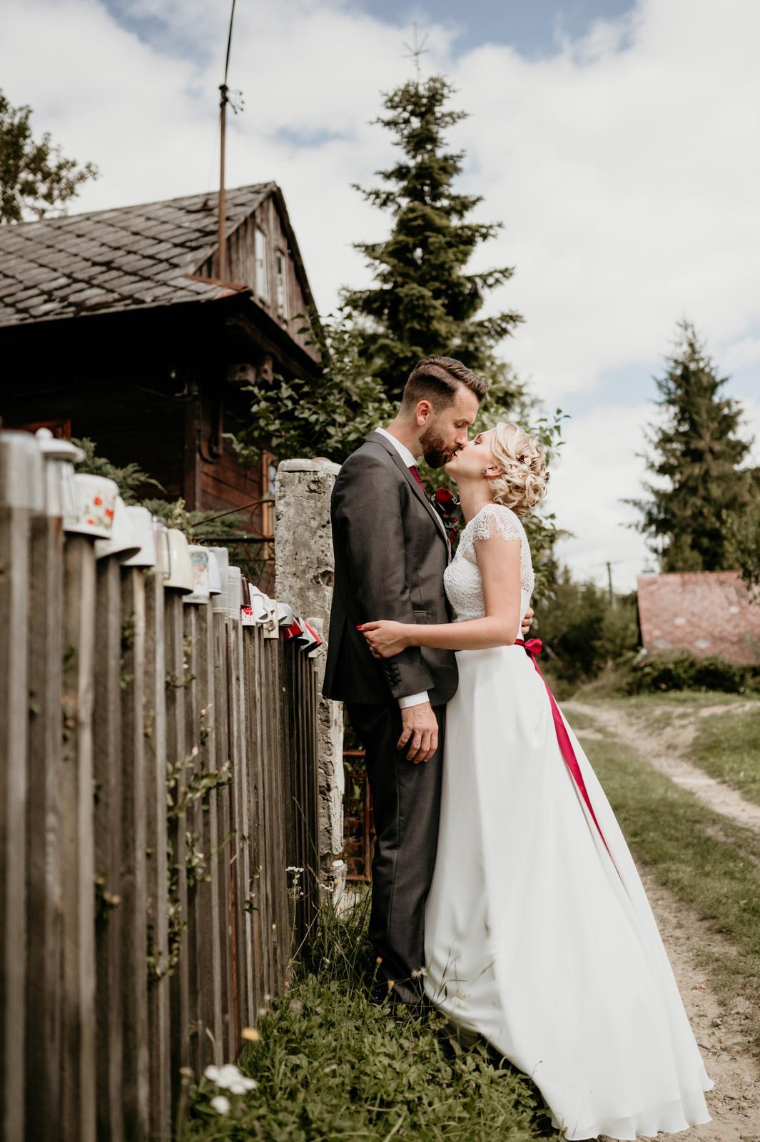 Jednoduché svadobné šaty Bianco Evento Natalie - Obrázok č. 4