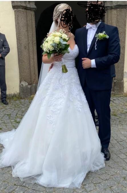 Krásné svatební šaty - Obrázek č. 1