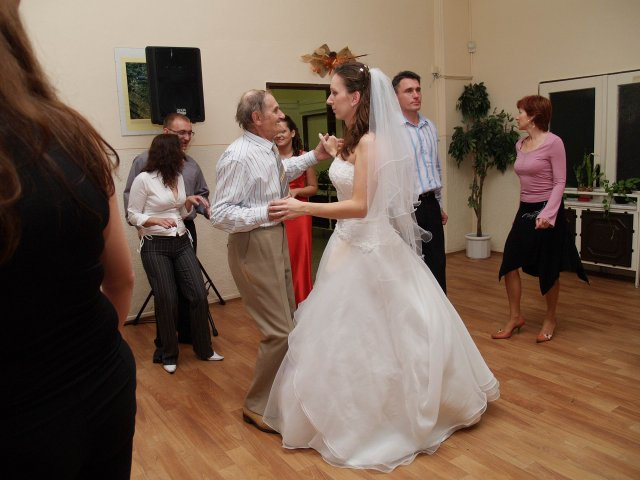 Ivanka{{_AND_}}Peťko - ...starký (80 rokov) tancoval ako mladík...