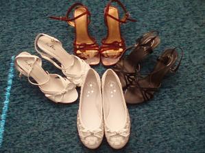 Moje všetky topánočky na svadbu spolu. Ale ich je ... :-)