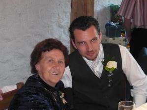 ženich a babičkou