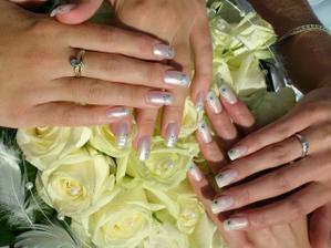 biele nechty patria neveste a modré družičke