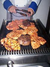 Večerní maso na grilu
