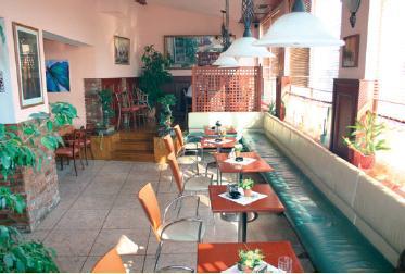 Tanicka a Borko Schusnixovci - restauracia - tu budeme sedkat v ucku... :o)