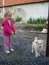 .. ááá pribudol nový člen rodiny - Tinka!!! niekto ju vyhodil z auta, a deti sa jej už nechceli vzdať :-D