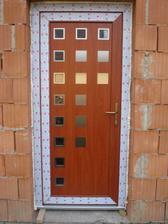 naše vchodové dveře (klika bude jiná)