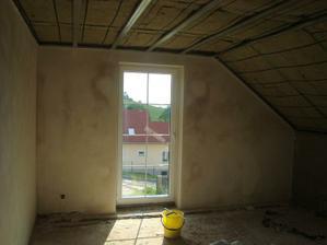 v naší ložnici - téměř vyštukováno a umyté okno