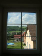 tak jsem si umyla první okno v budoucí kuchyni - to bude můj výhled při vaření :)