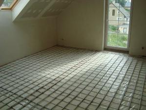 už máme položené hadice na podlahové vytápění