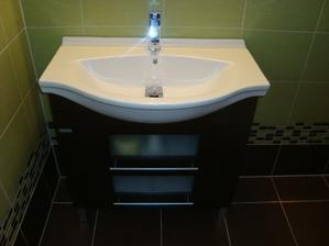 umyvadlová skříňka ve spodní koupelně