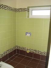 spodní koupelna obložena