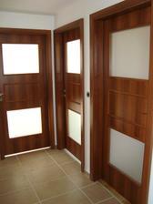 horní chodba - dveře do pokojíčků a do ložnice