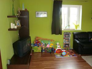 ještě obývací kout...a kout naší dcerky :) (novou telku si nadělíme k vánocům)