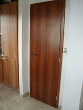 dveře do špajzu
