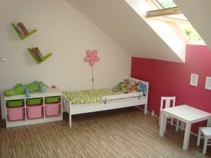 ještě chybí koberec před postel, lišty a tak nějak všechno pořádně doladit..:)