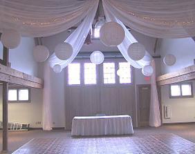 nějak takhle bych si představovala výzdobu sálu :o)