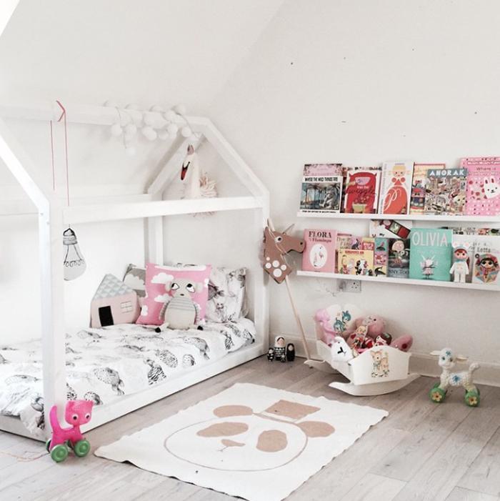 80% bielej v izbe pre deti - Domček pod šikmou strechou je super riešenie priestoru