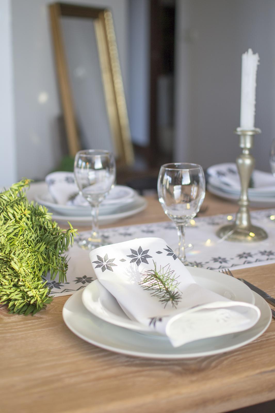 »» Č a s  _ V i a n o c «« - môj plán na štedrovečerné stolovanie, biela a zelena  ... realita bola úplne iná :D
