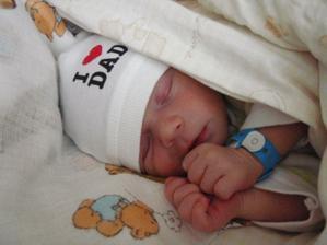 Náš synáček Davídek, narozen 23. června 2011 ve 14:00 s váhou 3080 g a mírou 50 cm :-)