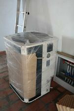 A kotol je tu (resp. tepelne cerpadlo vzduch-voda 13.5 kW)