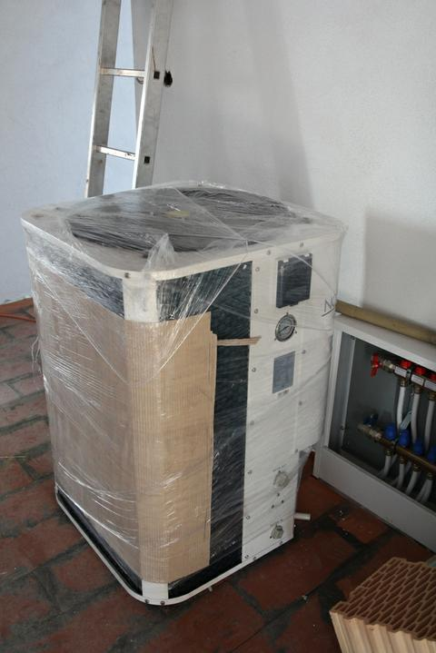 Tramovy strop, bungalow - A kotol je tu (resp. tepelne cerpadlo vzduch-voda 13.5 kW)